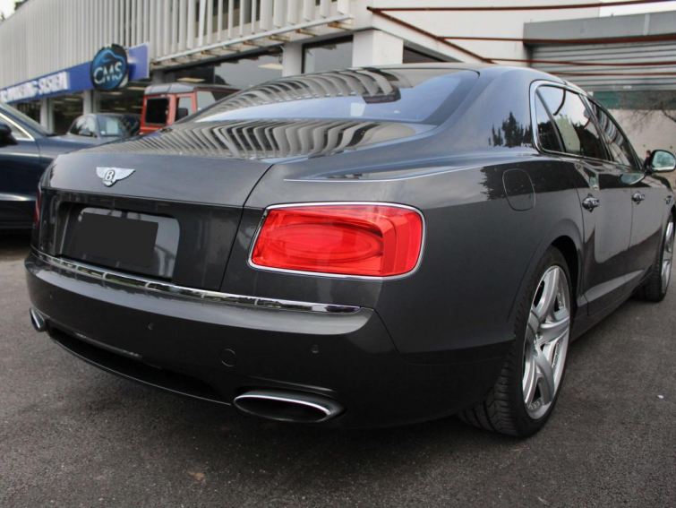 Bentley Flying Spur 6.0 W12 612 BVA
