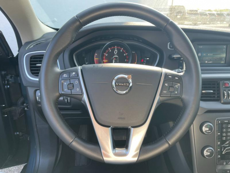VOLVO V40 T3 152ch Momentum Geartronic